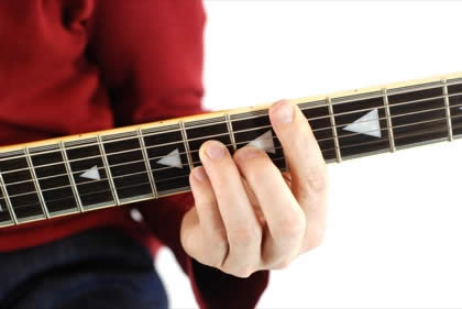 Finger position to perform C# major seventh chord (C#7+, C#maj7)