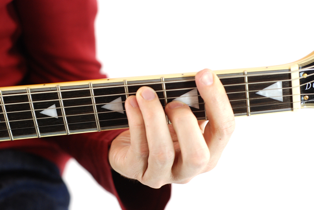 Finger position to perform Gb chord