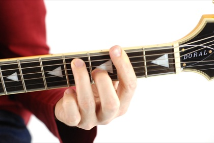 Finger position to perform Gb dominant seventh chord (Gb7)