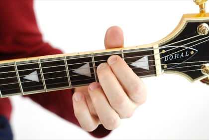 Finger position to perform E power chord (E5)