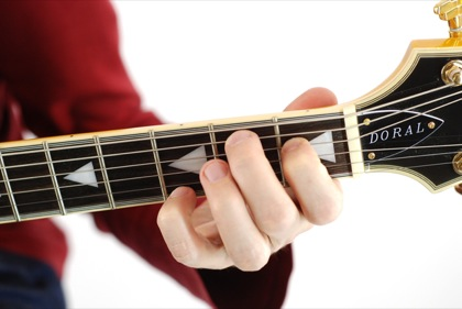 Finger position to perform B augmented chord (B+, Baug)
