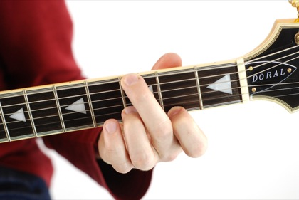 Finger position to perform G major seventh chord (G7+, Gmaj7)